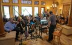 The strings perform on <em>House of Cards</em>